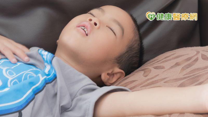 小兒呼吸中止打鼾難控制 手術治療效果佳_飄眉
